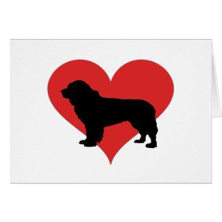 大きい赤いハートが付いているニューファウンドランド グリーティングカード
