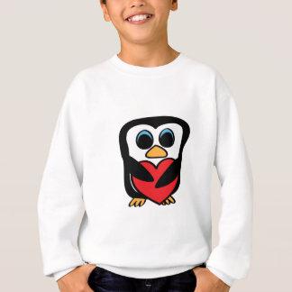 大きい赤いハートを持つペンギン スウェットシャツ