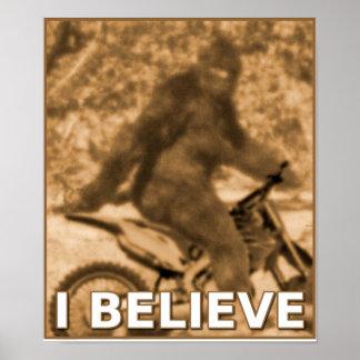 大きい足のモトクロスの土のバイクのサスカッチおもしろいなPoste ポスター