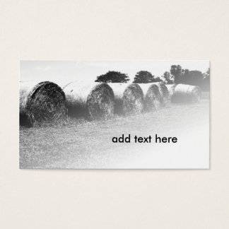 大きい転がられた干し草ベールの白黒イメージ 名刺