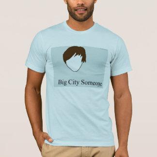 大きい都市誰かTシャツ Tシャツ