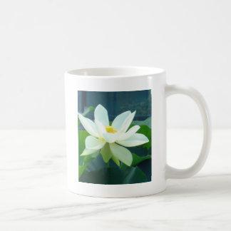 大きく白いユリ コーヒーマグカップ