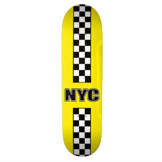 大きく黄色いスケートボード スケボー
