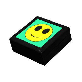 大きく黄色いスマイリーフェイスのミントジュエリー箱 ギフトボックス
