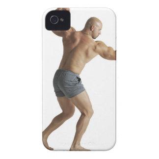 大人のコーカサス地方のオスのボディービルダーは自慢して見せます Case-Mate iPhone 4 ケース