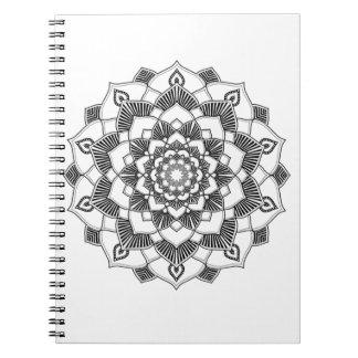 大人の着色: 曼荼羅のノート ノートブック