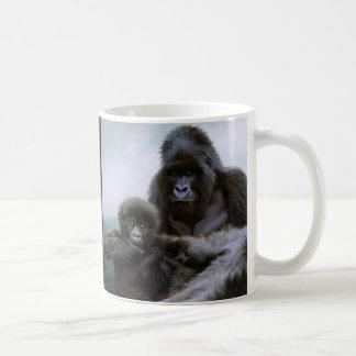 大型類人猿のマウンテン・ゴリラ及びベビーのゴリラ コーヒーマグカップ