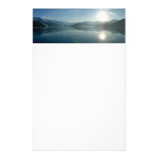 大学フィヨルドのアラスカの写真撮影上の日の出 便箋