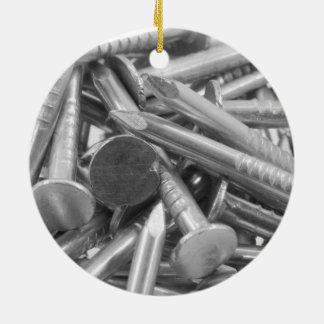 大工仕事のネイルの積み重ね セラミックオーナメント
