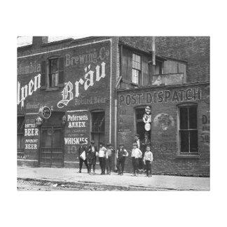 大広間1910年の外のNewsboys キャンバスプリント