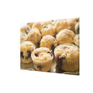 大皿のBoysenberryのマフィン キャンバスプリント