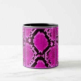 大蛇のショッキングピンクのヘビのプリント ツートーンマグカップ
