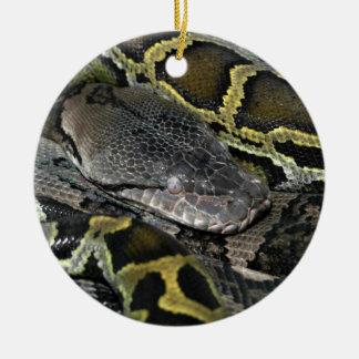 大蛇のmolurusのbivittatus セラミックオーナメント