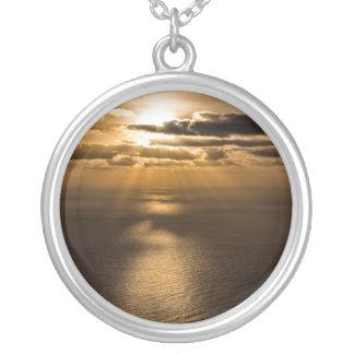 大西洋の上の日の出 シルバープレートネックレス