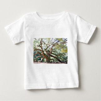 天使のオークの木のギフト ベビーTシャツ