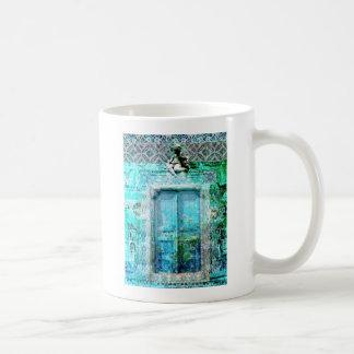 天使のロマンチックでイタリアンなルネサンスのドア コーヒーマグカップ