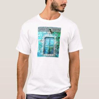 天使のロマンチックでイタリアンなルネサンスのドア Tシャツ