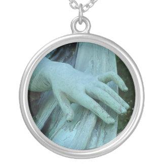 天使の手 シルバープレートネックレス
