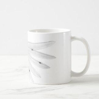 """天使の翼はマグ""""のまわりで""""完全に注目します コーヒーマグカップ"""