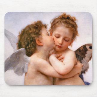 天使は最初に、Bouguereau接吻します マウスパッド