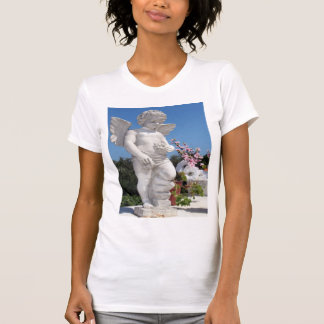 天使 彫像 白い シャツ
