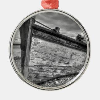 天候の擦り切れたなLancashireの漁船 メタルオーナメント