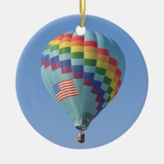 天国の熱気の気球を通した虹 セラミックオーナメント