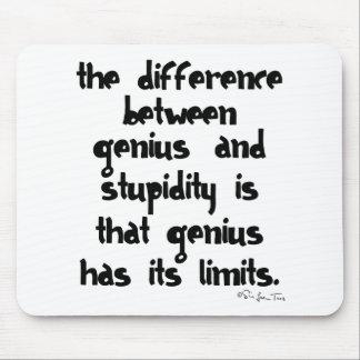 天才および愚かさ マウスパッド