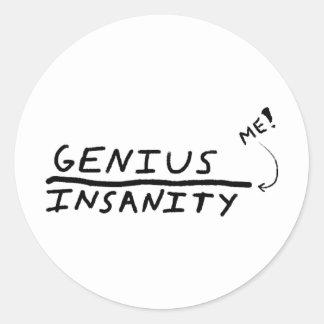 天才と精神異常間のライン ラウンドシール
