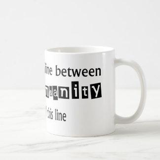 天才及び精神異常間の微妙な一線 コーヒーマグカップ
