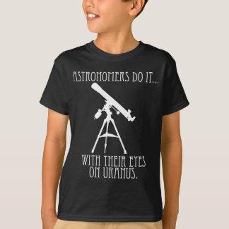 天文学者はしますそれを… 天王星の目を使って Tシャツ