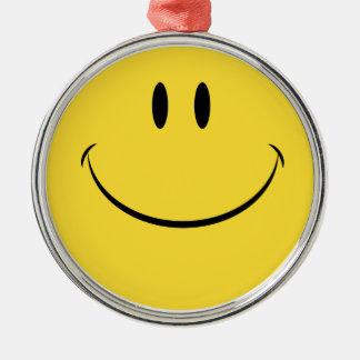 天気の良い日のレトロのスマイリーフェイスのぶら下がったなオーナメントを持って下さい シルバーカラー丸型オーナメント