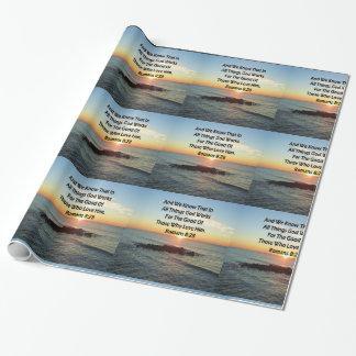 天空の日の出のロマンの8:28の聖書の写真 ラッピングペーパー