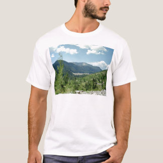 天空の運動場のティー Tシャツ