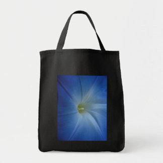 天空の青い朝顔のクローズアップの写真 トートバッグ
