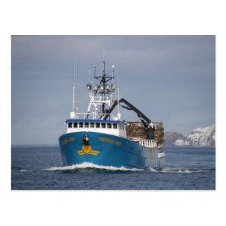 太平洋の日曜日のオランダ港、アラスカのカニのボート ポストカード