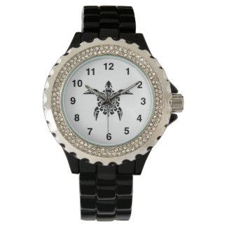 太平洋諸島のデザインの入れ墨のカメの腕時計 腕時計