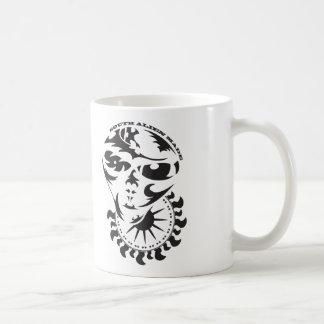 太陽および穀物の円を持つ種族のエイリアン コーヒーマグカップ