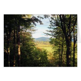 太陽に照らされた山の森林眺め-すべての行事 グリーティングカード