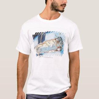 太陽のな動力を与えられた宇宙局の横断面 Tシャツ