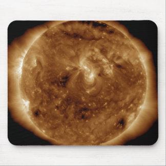 太陽の大気の暗い切れ間 マウスパッド