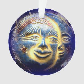 太陽の表面満月様顔貌のオーナメント オーナメント