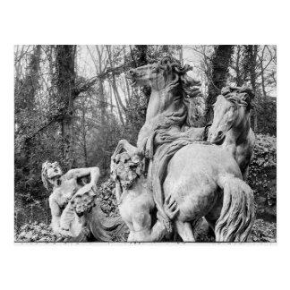 太陽の2頭の馬に手入れをするトリトン ポストカード