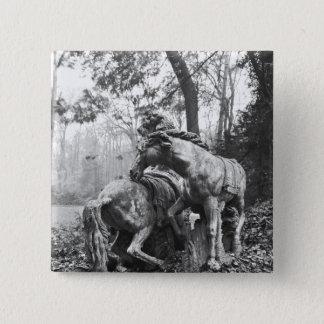 太陽の2頭の馬に手入れをするトリトン 5.1CM 正方形バッジ