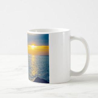 太陽を見る監視生命 コーヒーマグカップ