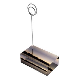 太陽セットに対する魚釣り棒のシルエット テーブルカードホルダー