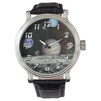 太陽系の航海者のイメージのモンタージュの宇宙の写真 腕時計