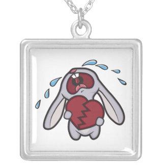 失恋を保持するかわいい泣き叫びのウサギ シルバープレートネックレス