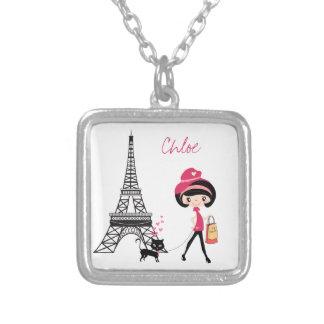 女の子および猫のパリのネックレスを個人化して下さい シルバープレートネックレス