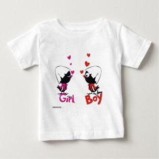 女の子および男の子愛 ベビーTシャツ